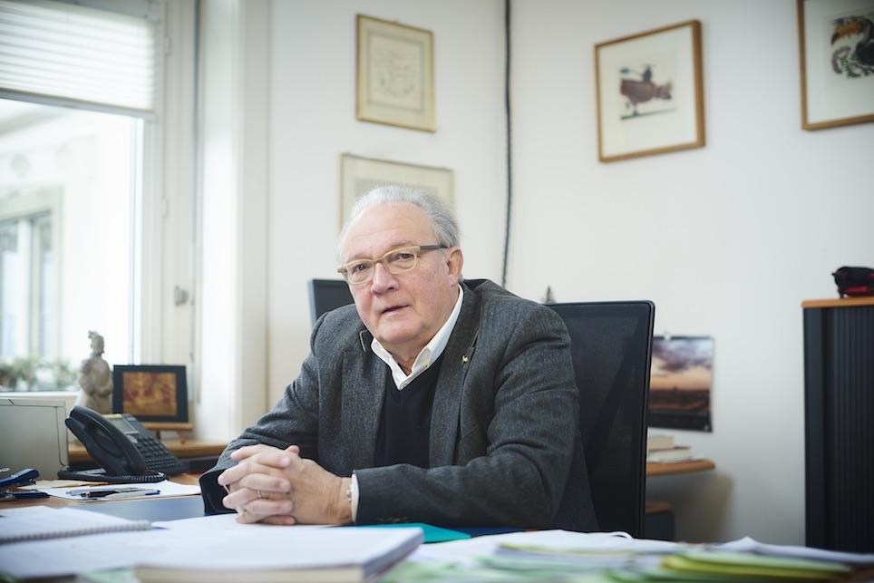 Marcel Tanner in seinem Büro in Basel